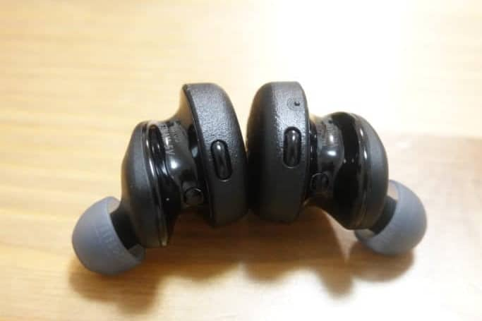 WF-XB700 本体ボタン部