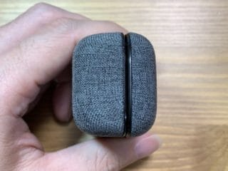 MOMENTUM True Wireless 2 充電ケース 側面
