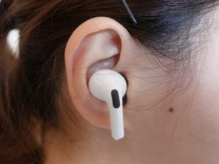 Link Dream「AirPods Pro イヤーピース」,耳に装着