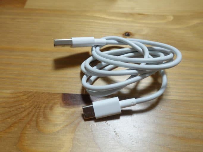 USBケーブルは長めのType C