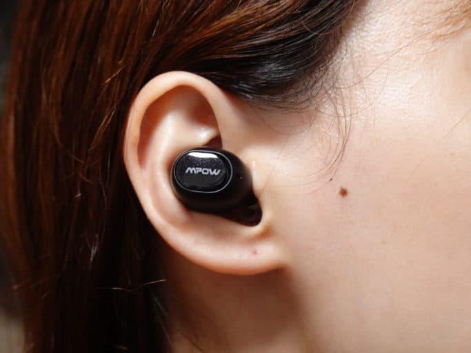 MPOW M5を耳に装着