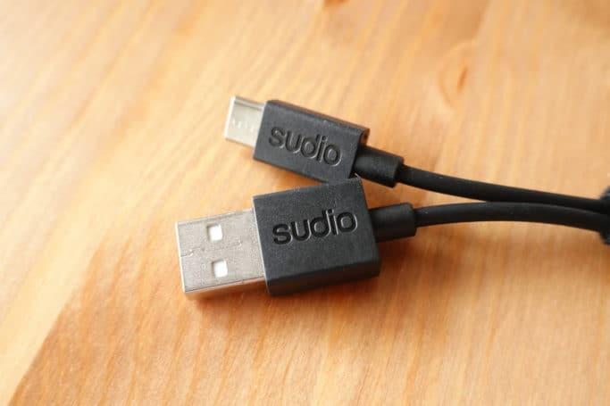 USBケーブルにもSUDIOロゴあり