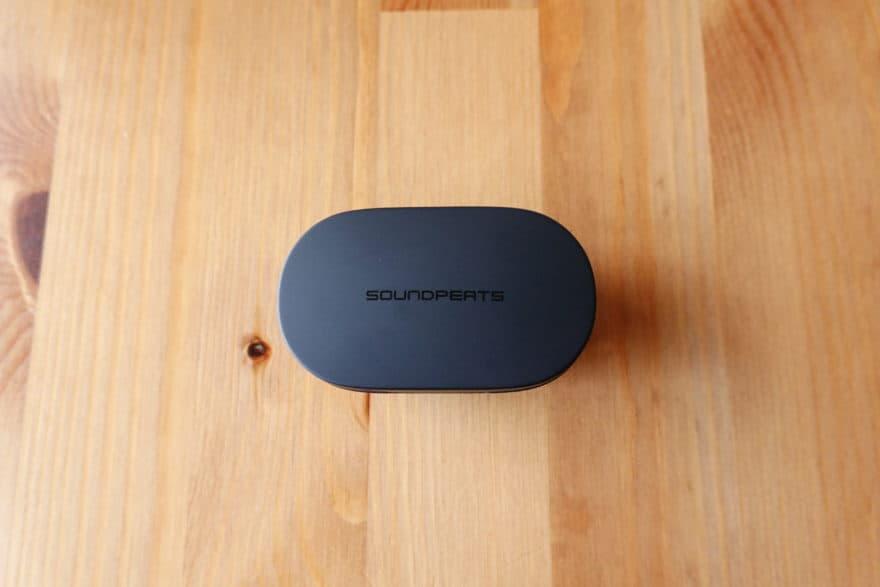 充電ケース|マット調のシンプルなデザイン