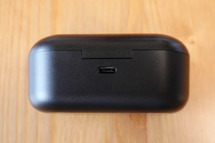 充電端子はUSB Type C