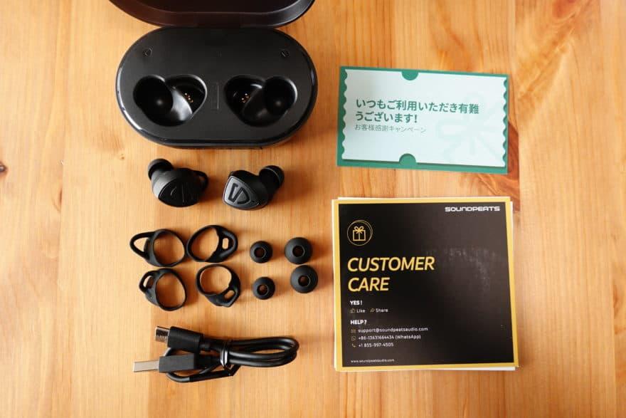 付属品 イヤーピース、イヤーフック、USBケーブル、マニュアル