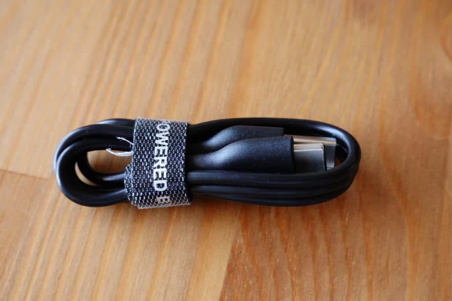 USBケーブルは長めのTypeCケーブルが付属