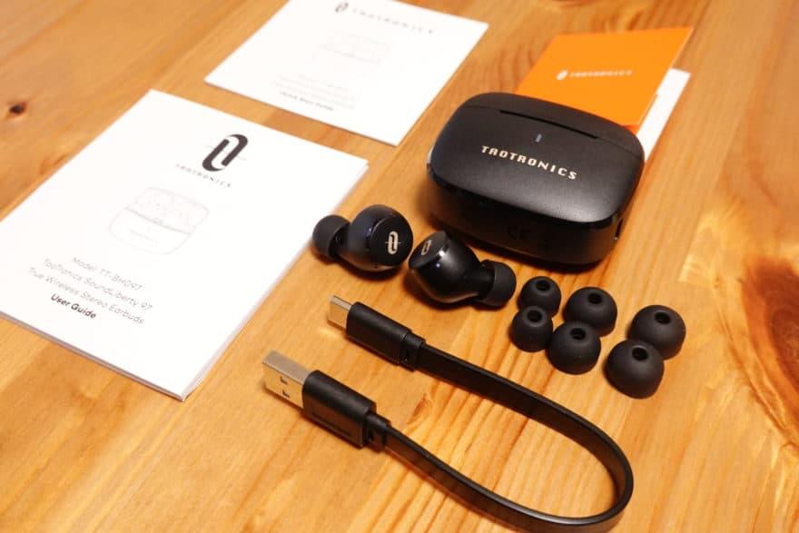 付属品はイヤーピース、USB Type Cケーブル、マニュアル