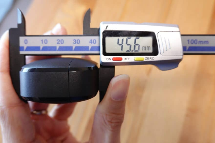 充電ケースの縦幅45.6mm