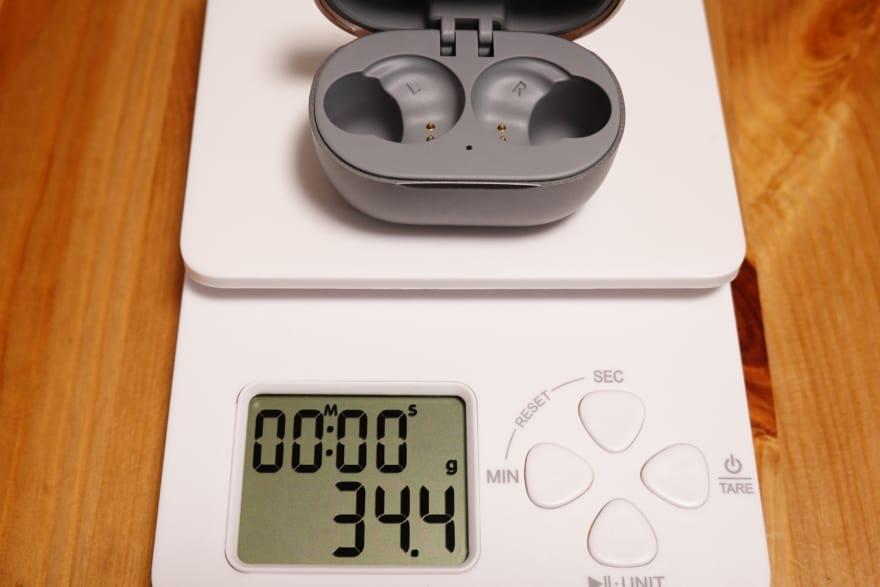 充電ケースの重さ 34.4g
