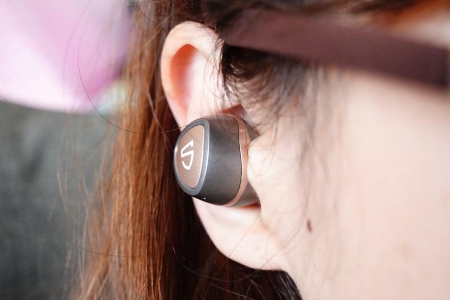 sonicを耳に装着
