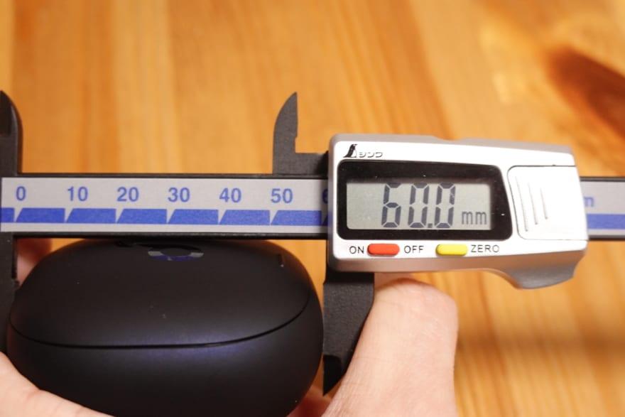 充電ケースの縦幅62.0mm