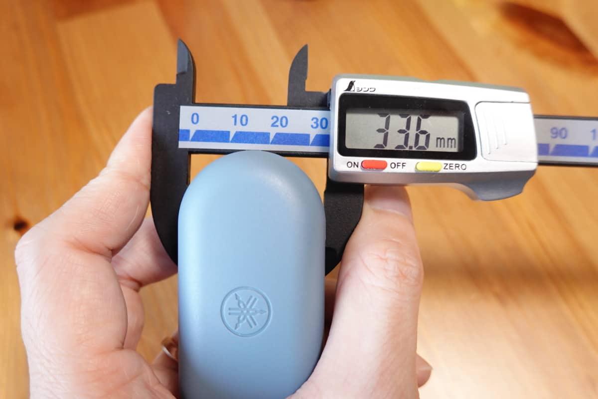 YAMAHA TW-E3Bの充電ケースの奥行き33.6mm