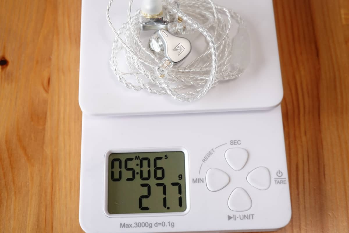 KZ DQ6の総重量は27.7g