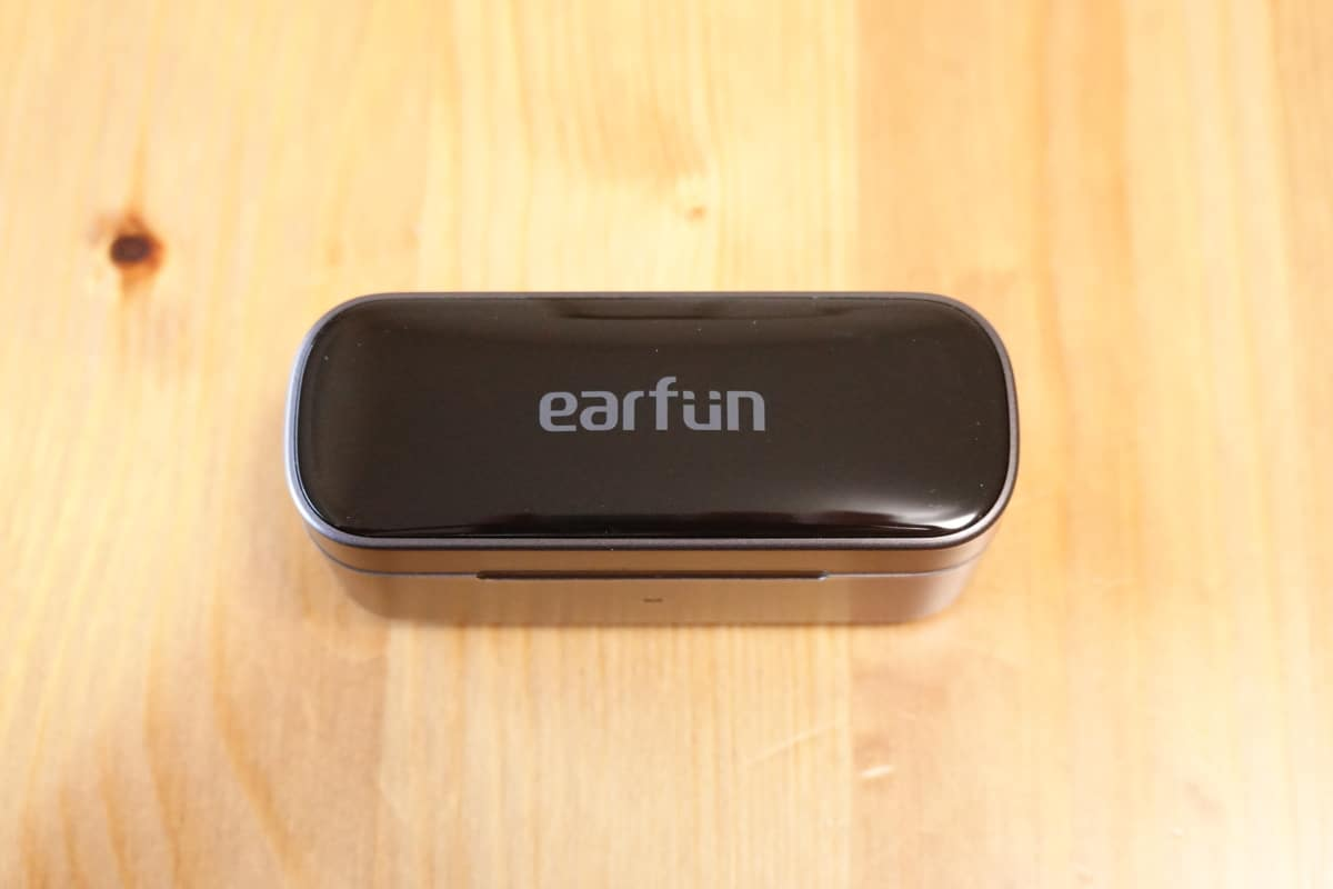 EarFun Free Proの充電ケース天面