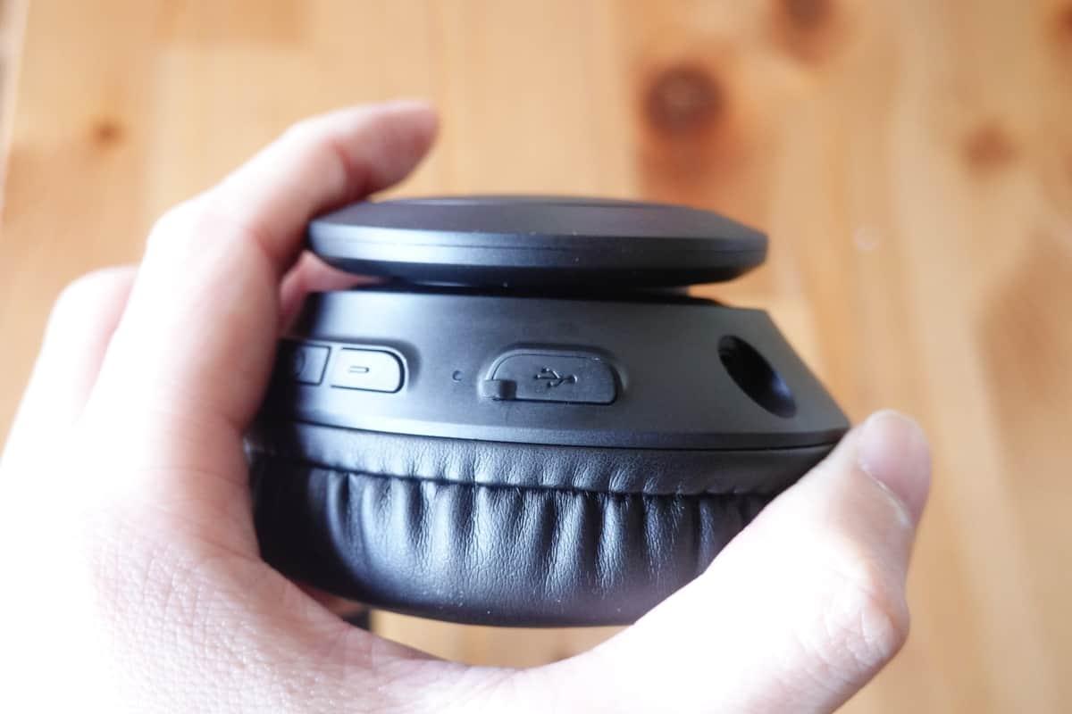 Mpow 059 Liteは充電端子にカバーがついている