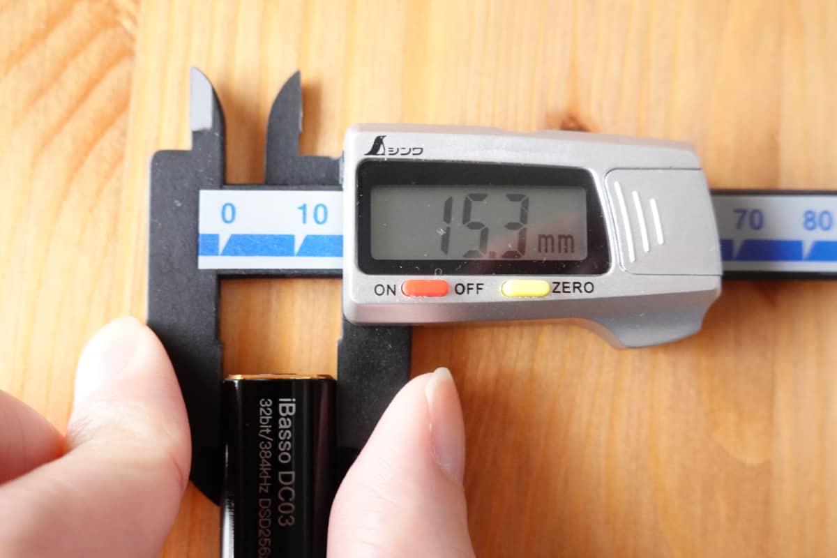 iBasso DC03の高さ15.3mm