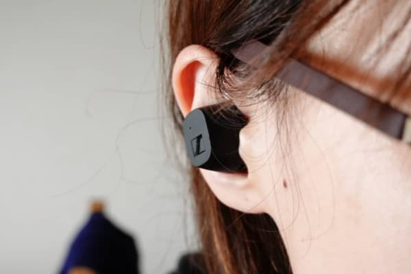 CX True Wireless 前アングルからの装着画像