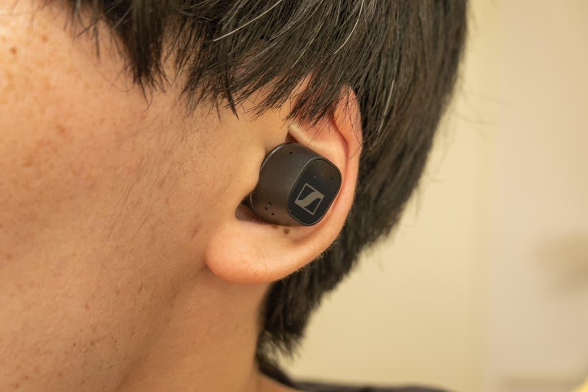 CX Plus True Wireless 装着画像